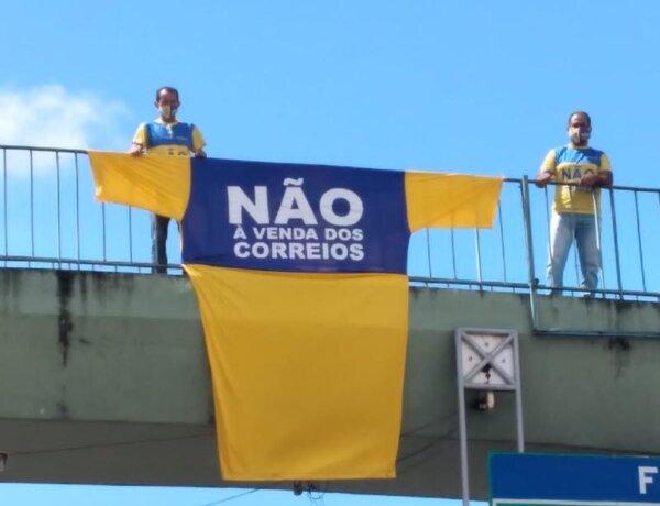 Trabalhadores protestam contra a privatização dos Correios